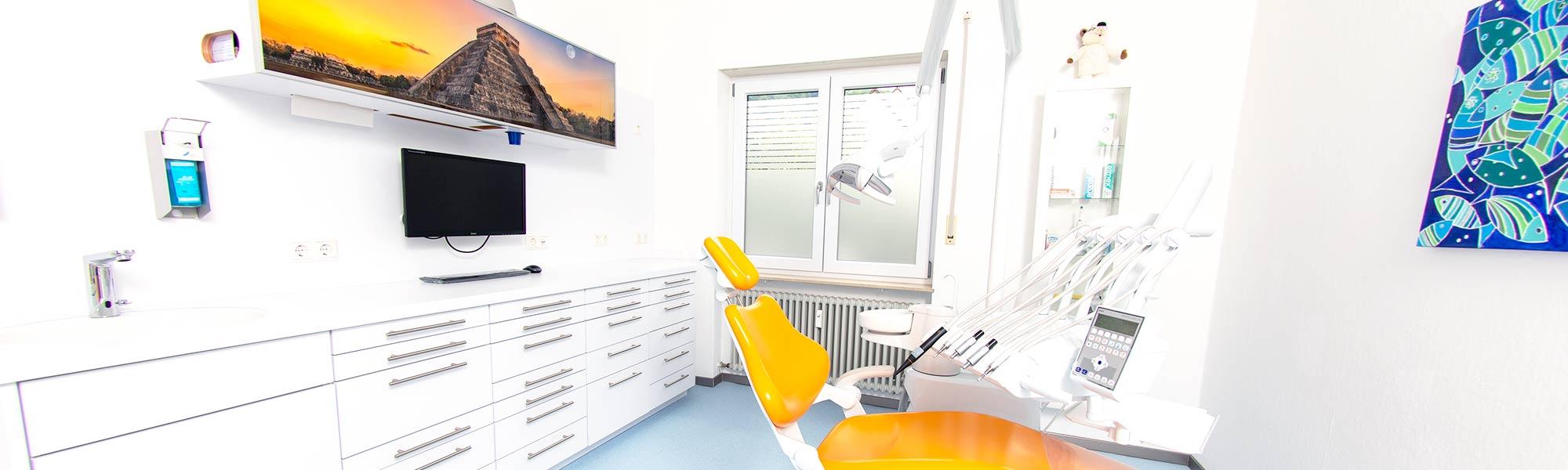 Einblicke ins Behandlungszimmer von Dr. Gallenbach, Zahnarzt in Eberbach.